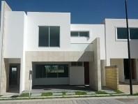 Preciosa casa con jardín en Fracc. por Federal Atl en San Andres Cholula, Puebla