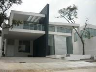 Venta de Casas en Zona Esmeralda Chiluca, Grandes en Ciudad Adolfo López Mateos, México