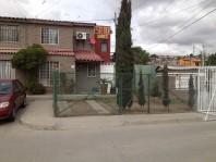 Casa con local comercial en hacienda las Fuentes en Tijuana, Baja California