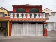 Casa en Villa de Alcazar en Tijuana, Baja California