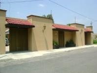Preciosa Residencia, 1000 mts², 3 Recámaras, Alberca, Squash, Gym. en Celaya, Guanajuato