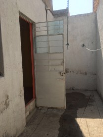 se venden dos casas a unas cuadras del agua azu en Guadalajara, Jalisco