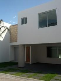 Preciosa casa con jardín y excelentes acabados en San Pedro Cholula, Puebla
