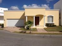 Residencia en Venta Fracc. Algarrobos en Merida, Yucatan