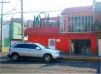Casa de dos pisos en esquina con local integrado en Ciudad de México, Distrito Federal