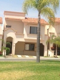 Excelente Casa en Villa California en Tlajomulco de Zúñiga, Jalisco