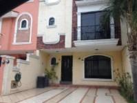 Casa por Tianguis del Sol sobre Av Guadalupe en Zapopan, Jalisco