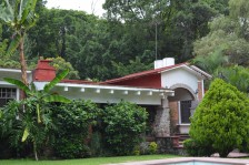 Rancho Tetela. Amplia casa en terreno de 1940 m2 en Cuernavaca, Morelos