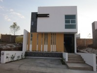 Bonita casa estilo minimalista en Altozano en Morelia, Michoacán de Ocampo