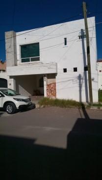 Hermosa casa con acabados de 1era paseos de ags en Jesús María, Aguascalientes