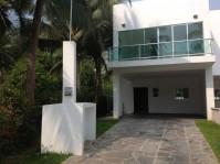 Casas Nuevas En Club Santiago en Manzanillo, Colima