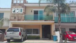 Casa ubicada por Valdepeñas muy cerca de Federalis en Zapopan, Jalisco