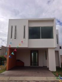 Residencia en Real San Ignacio en Col Sta Anita en Tlajomulco de Zúñiga, Jalisco