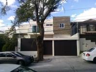 Hermosa Residencia de 2 niveles y Sótano en Guadalajara, Jalisco