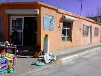 UBICADISIMA CASA CON DOS LOCALES COMERCIALES en Chihuahua, Chihuahua