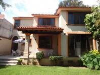 Preciosa casa estilo colonial moderno en fracc. en Cuernavaca, Morelos