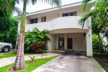 Excelente Casa en Venta Junto al Campo del Golf en Playa del Carmen, Quintana Roo