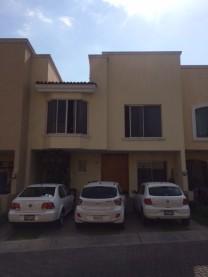 Hermosa Residencia cerca del Parque Metropolitano! en Zapopan, Jalisco