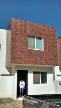 CASA EN RENTA DE 3 HABITACIONES EN FRACCIONAMIENTO en Santa Cruz Xoxocotlán, Oaxaca