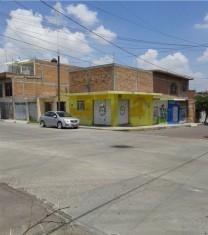 VENTA DE CASA HABITACION CON LOCALAES COMERCIALES, en Aguascalientes, Aguascalientes