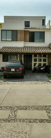Hermosa casa en Lomas de Anegelopolis. zana Azul en San Andrés Cholula, Puebla