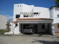 Bellisima casa a solo unos pasos de la playa en Mazatlán, Sinaloa