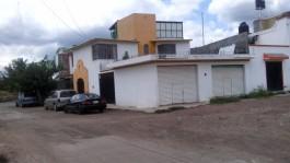 CASA EN VENTA EN ESQUINA DE DOS NIVELES. en Morelia, Michoacán de Ocampo
