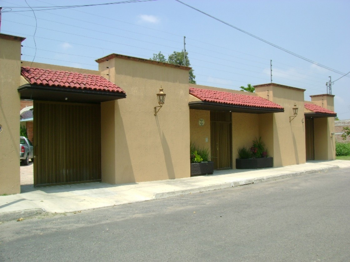 Casa en venta en pradesras de la hacienda celaya 1236 for Casas en renta en celaya