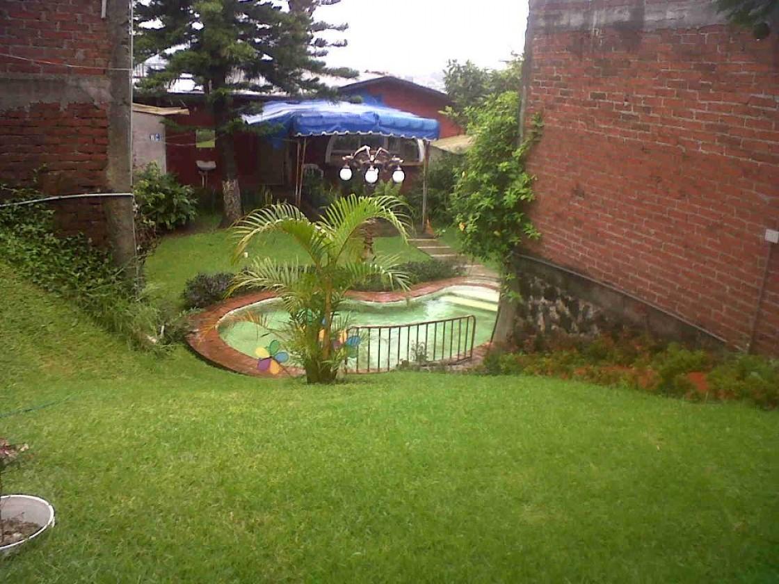 Casa en venta en granjas de bellavista uruapan 4184 for Casas con jardin grande
