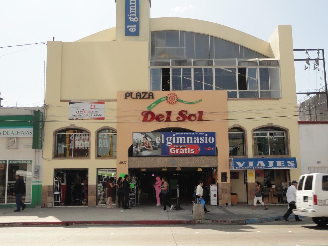 Local en renta en zona centro tijuana 3208 hab tala for Sol del centro